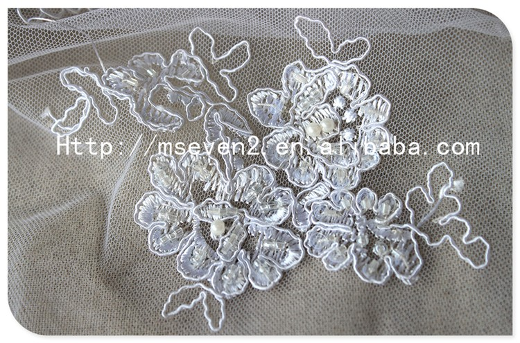 Hot Selling White Bridal Embroidered Floral Net Lace Fabric with Beads