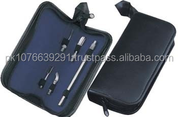 Manicure and Pedicure Kits / Manicure Kits with 1 pieces and zip.