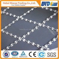 SGS certificated razor barbed wire mesh fence with 20 years factory