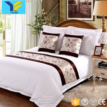 Bed decoration wholesale cheap 100% polyester jacquard custom made bed runners for hotels