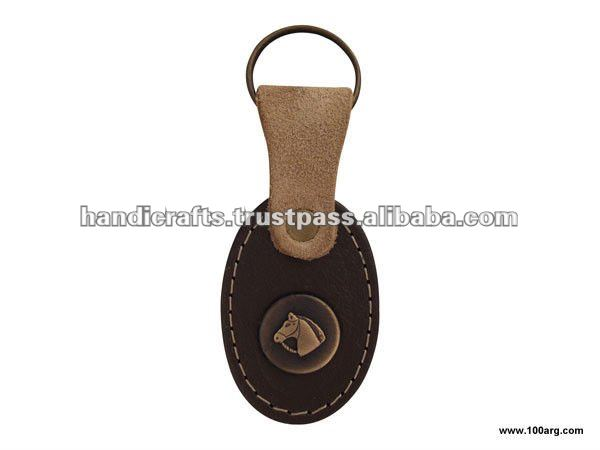KEY HOLDER IN LEATHER, SMALL MEDAL
