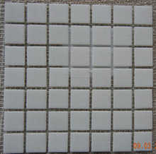 Solid white glass mosaic and quartz sand 20x20mm