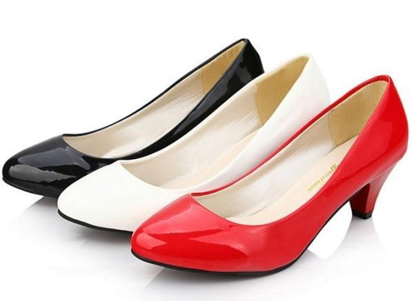 Wholesale trendy beautiful korean style lady shoes comfortable round toe elegant patent leather rough heels ladies work shoes