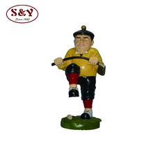 Happy playing golf man resin statue sport figurine