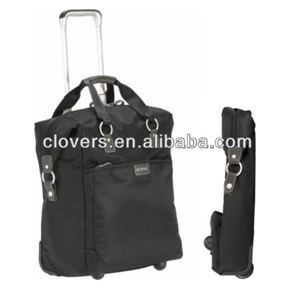 Expandable travel bag with wheels for business trip