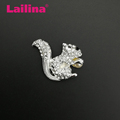 Zinc Alloy Crystal Rhinestone Cute Animal Squirrel Brooch Pin with embracing Pearl Fashion Jewelry Brooch