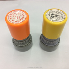 Teachers encourage children's stamp to be customized with photosensitive stamp