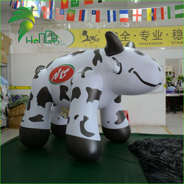 Customized Size Advertising Inflatable Cow Balloon , Milk Cow Animal Balloon