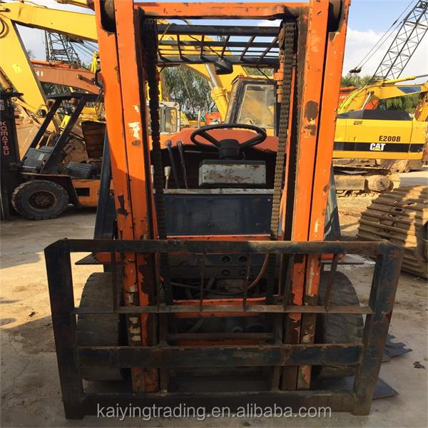 Located in Shanghai Forklift Market Cheap Price 5FD25 Used Toyota Diesel Forklift