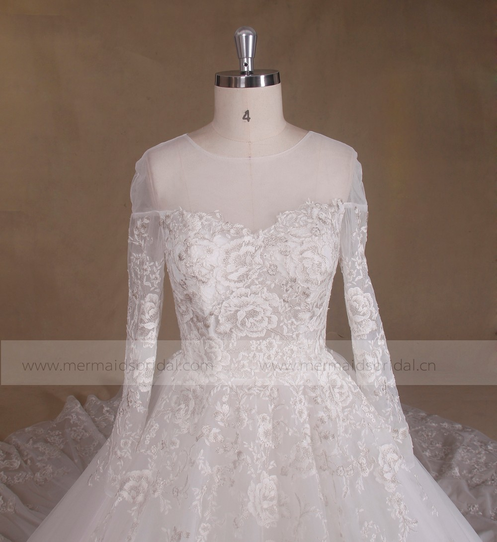 China Guangzhou Long Trail Alibaba Wedding Dress Factory Sale Online Shop