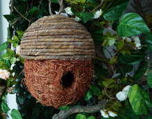 Cheap Natural Round Handmade Rattan Outside Hanging Bird Roosting Pockets For Resting Birdhouse Cages Wholesale