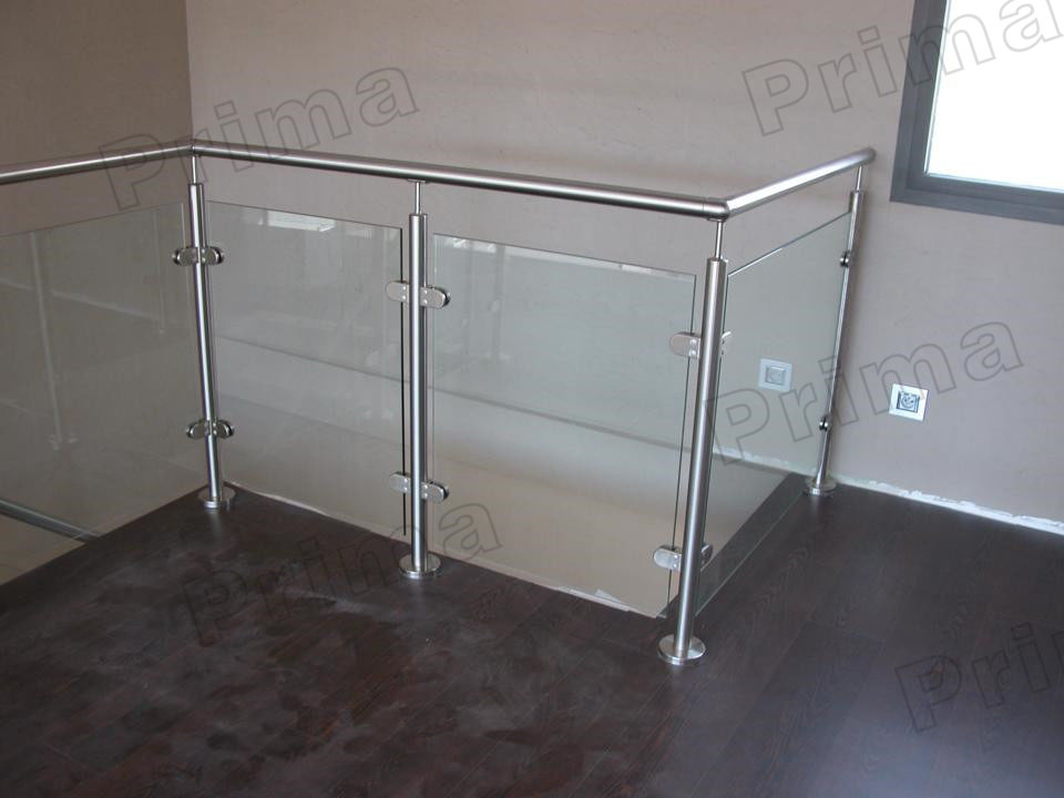 Interior glass stair railing systems stair railing design for Balustrade en verre exterieur