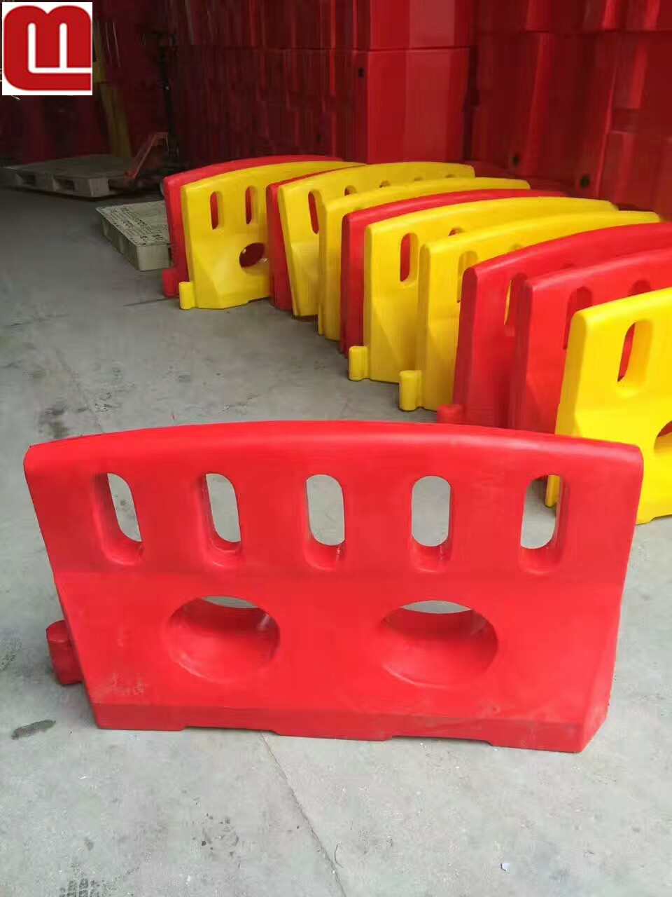 Mellow Plastic Road Jersey Block Water Filled or sand filled Road safety Traffic barrier