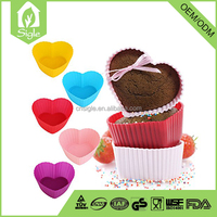 free to match heart-shaped Reusable silicone baking cup for making muffins and cupcakes