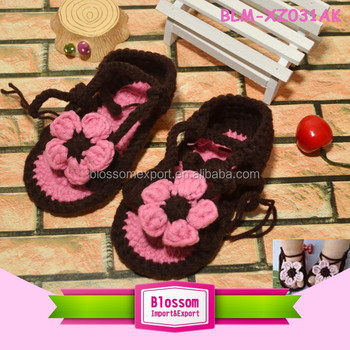 Hot sales lovely new design black wholesale handmade baby wool shoes