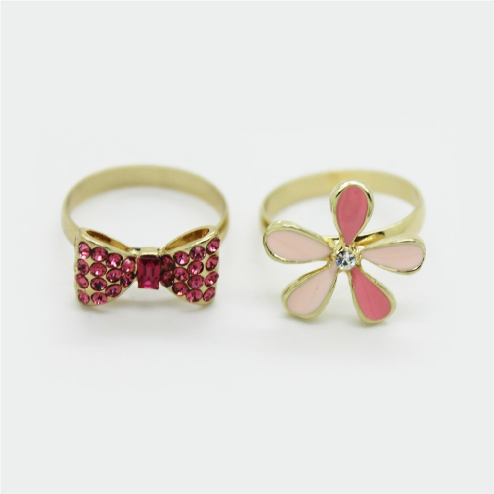 Lovely New Design Glitter Metal Ring with Flower or Bow