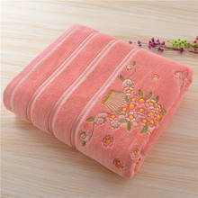 Large Size Durable Cotton Polyester Embroidered Bath Towels