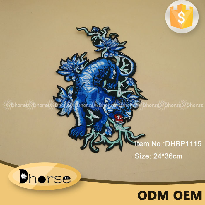 Wholesale iron on dragon patch for garment