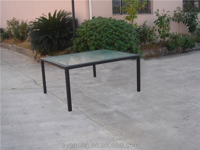 China Wholesale Outdoor Garden Rattan Dining Tables