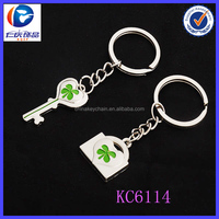 Hot sale Four-leaf clover couple keychain with one key and one lock
