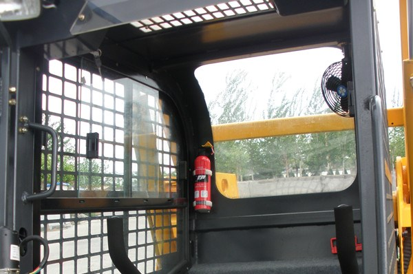 China wheel Bobcat skid steer loader for sale side window.jpg