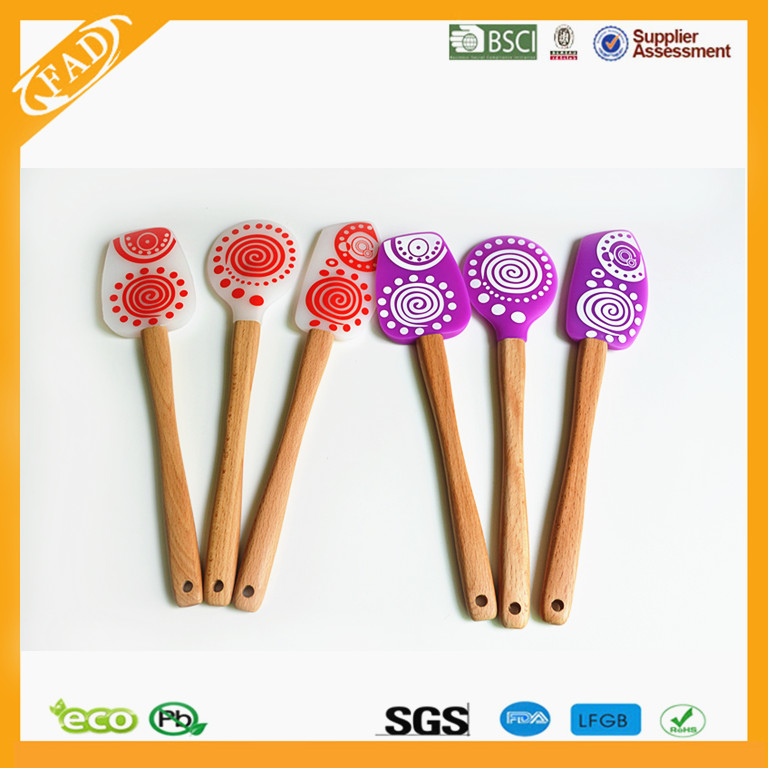 FDA LFGB Standard Promotional Cartoon Printing Silicone Baking Pastry Spatula with Wooden Handle