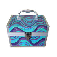 Aluminum Cosmetic Case with Silver Plastic Handle, Measuring 180 x 120 x 120mm
