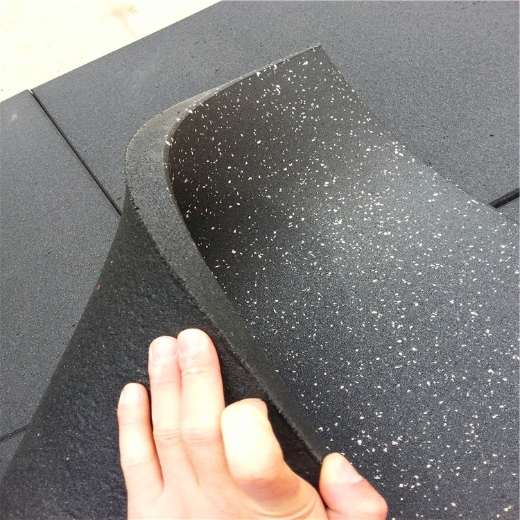 High density shock-absorbing black rubber mat/tiles