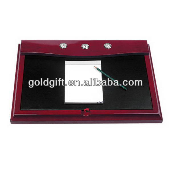 Good quality updated executive office wood case golf set