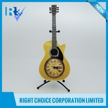 2016 the latest Product polyresin Digital Guitar Shaped Table Clock