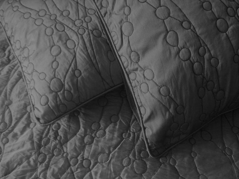 graue k nig gr e k nigin tagesdecke gesteppt kissen mit. Black Bedroom Furniture Sets. Home Design Ideas