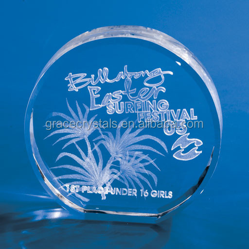 Round crystal awards with 3D engraving logo inside