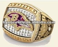 Baltimore Ravens 2000 championship ring with name Lewis