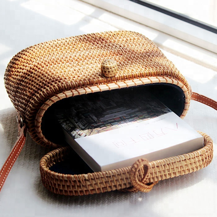 Square rattan bag with lid withRattan alfa flip open Button and close ladies handbag