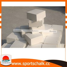 Light magnesium carbonate lifting chalk pieces are used in sport climbing