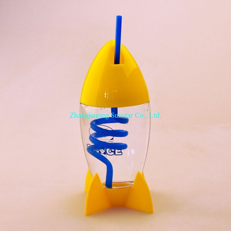 New design hot sale plastic cup with swirly straw with custom logo and <strong>sample</strong> OEM