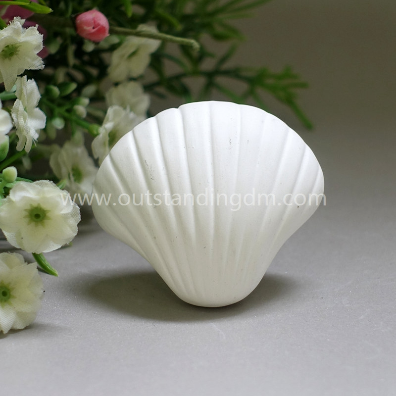 Car Aroma Diffuser With Ceramic Seashell With Essential Oil