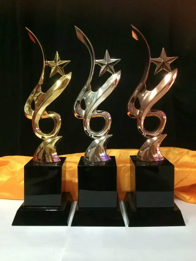 Customized Any Design Metal Gold Sport singing trophy