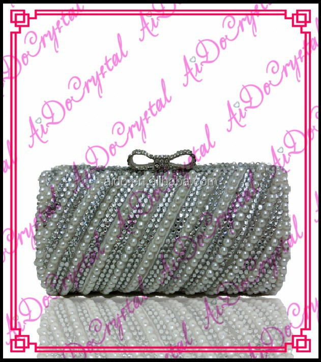 Aidocrystal sideling beads bestrewed Latest Design Women Fashion white crystal and pearl Clutch handbag