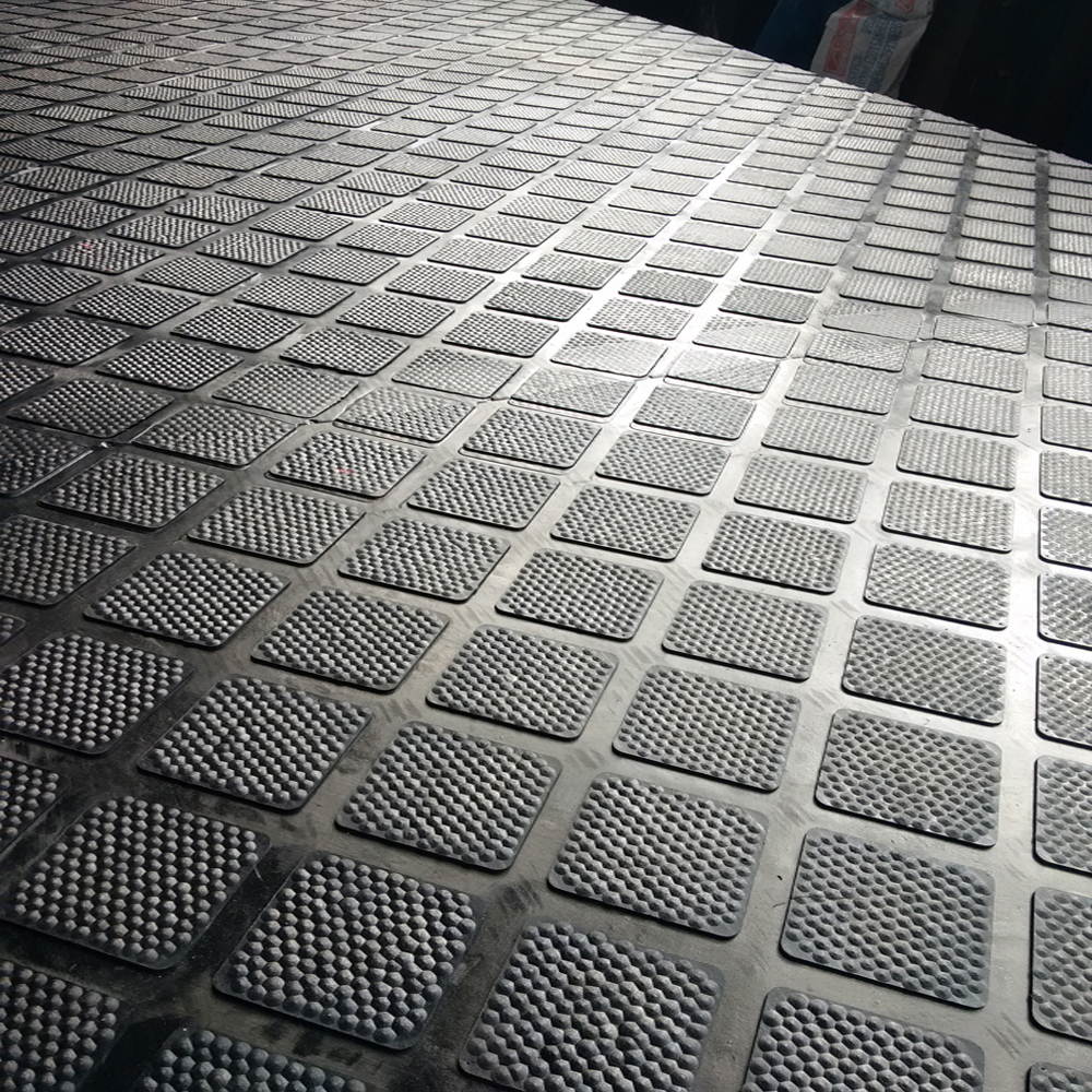 Animal Livestock New Rubber Product- Diamond With Hammer Top Cow Matting Put On Aisle