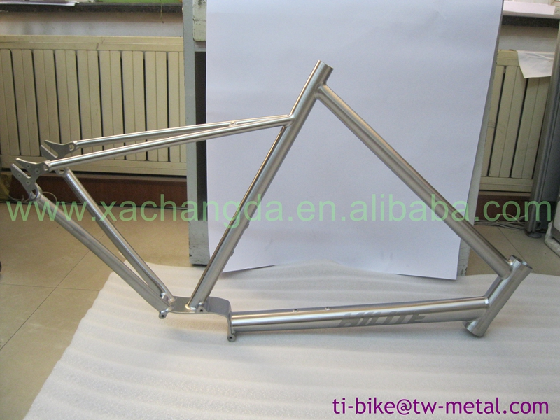 integrated and carved head tube of Fixed Gear Titanium road Bike Frame Ti e-bike frame with inner routing