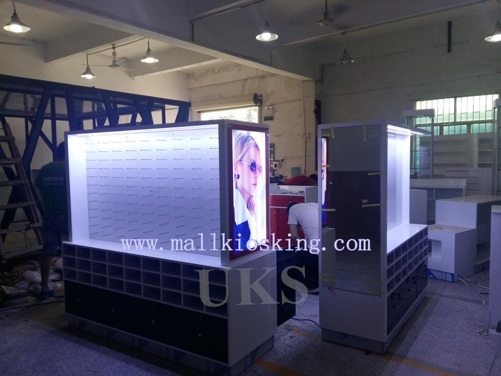 Space saving mall sunglass kiosk & glass display showcase & mall kiosk used for famous brands