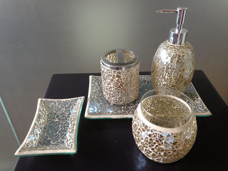 Bright black mosaic crackle glass bathroom accessory set for Black glass bathroom accessories