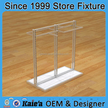 Trapillo display rack/clothes hanging display rack/madera por menor ropa display rack