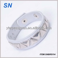 Promotional cheap leather bracelet/wrist band