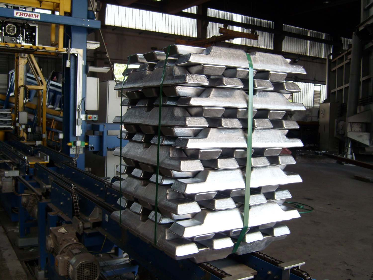 Primary and alloyed secondary aluminium ingots