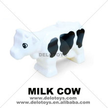Plastic toys Building bricks blocks parts animal MILK COW New Style with Black Spots (DEB0539)