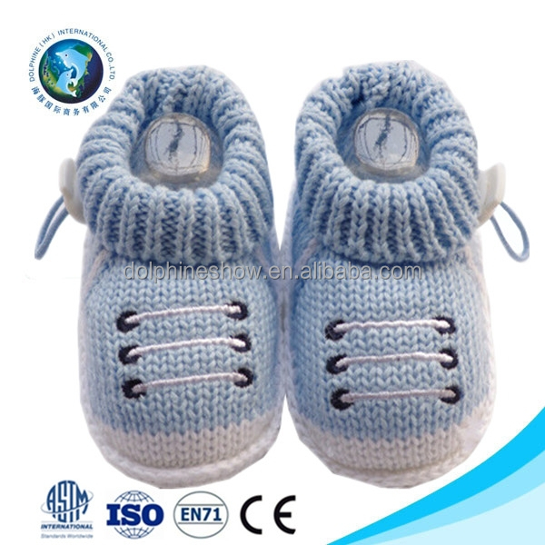 Wholesale cute winter crochet baby fashion shoe custom blue soft knitted new born baby shoe