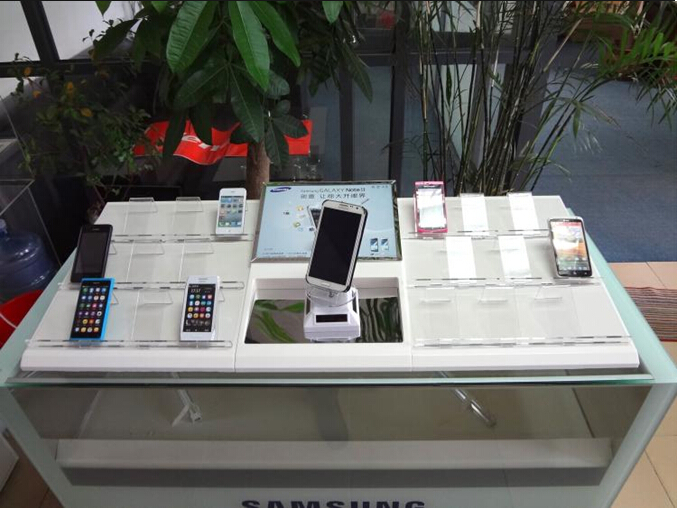 Samsung shop counter cell phone accessories display showcase with solar self-roll phone tray