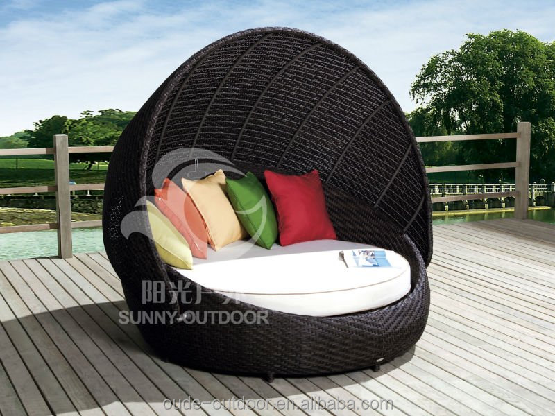 Cheap outdoor rattan sunbed beach sunbed rattan round sofa bed with pillows